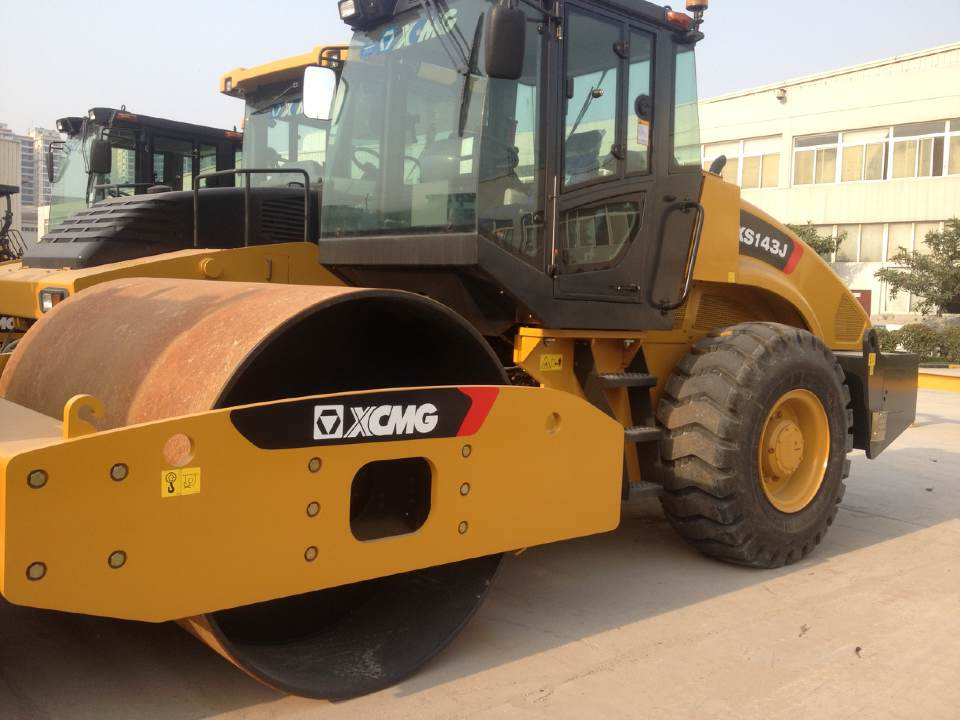 XCMG XS143J 14T Mechanical Single Drum Vibratory Roller