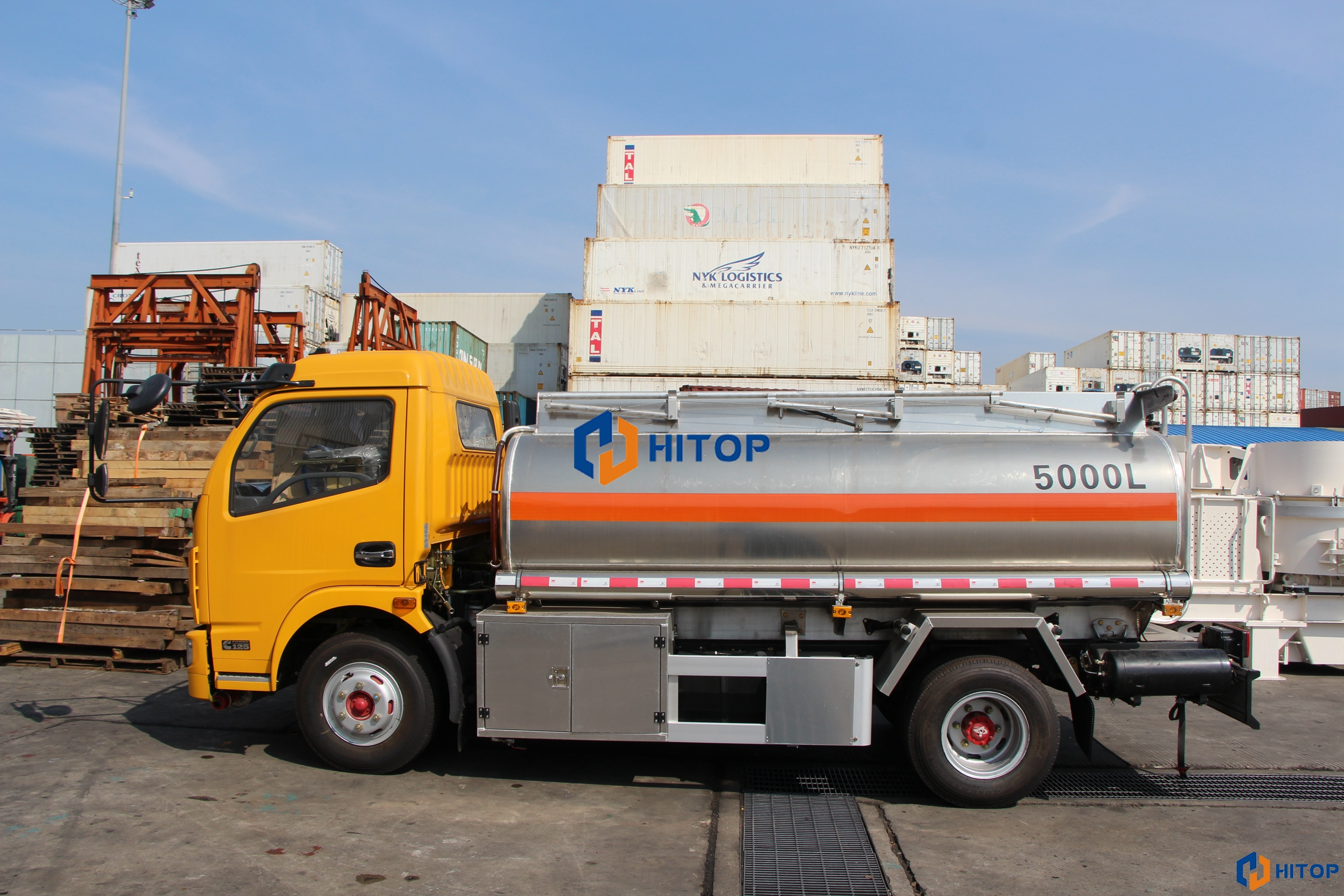 One Unit 5000L Oil Tanker with Dongfeng 4x2 chassis was exported to Cook Island