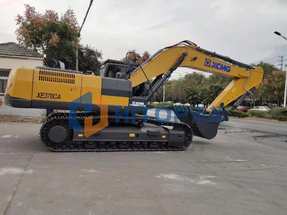 One unit XCMG excavator XE370CA exported to Mozambique