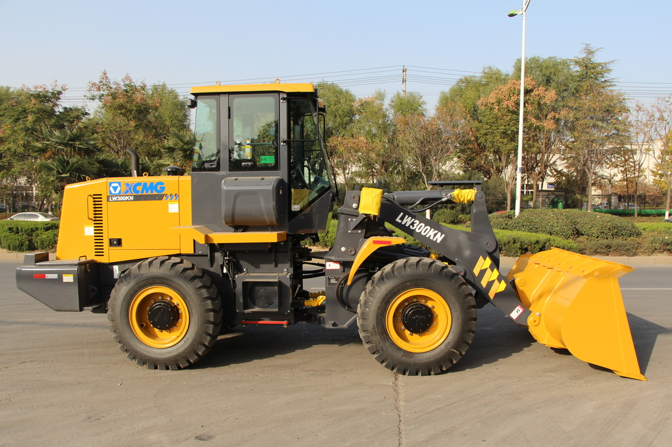 XCMG wheel loader LW300KN and knuckle crane SQ4ZK2 exported together